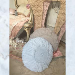 Jeanne d'Arc Living crochet cushion