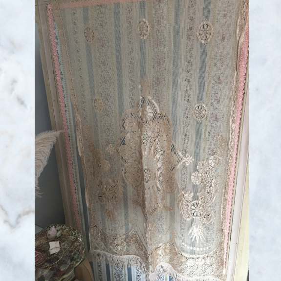 Smal 1920s lace curtain with fringing