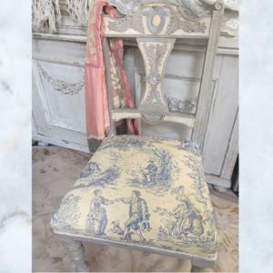 Antique French toile de jouy chair