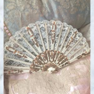 Vintage lace hand fan